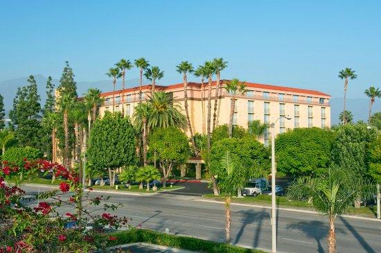 Embassy Suites by Hilton Arcadia Pasadena Area: Hotel Exterior