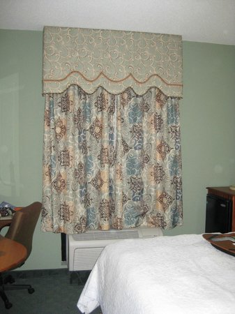 Hampton Inn Winter Haven:                   Room darkening curtains