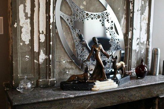 Hotel l'Avant-Scene : La cheminée Art deco de la chambre 4
