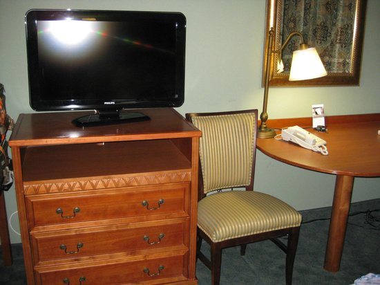 Hampton Inn Winter Haven:                   Large screen TV & chair