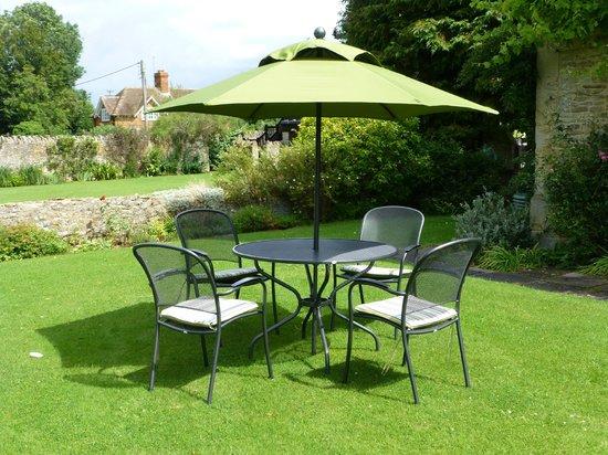 Charney Manor: Garden