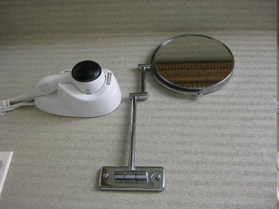 Hampton Inn Winter Haven:                   Wall-mounted hairdryer and magnifying make-up mirror