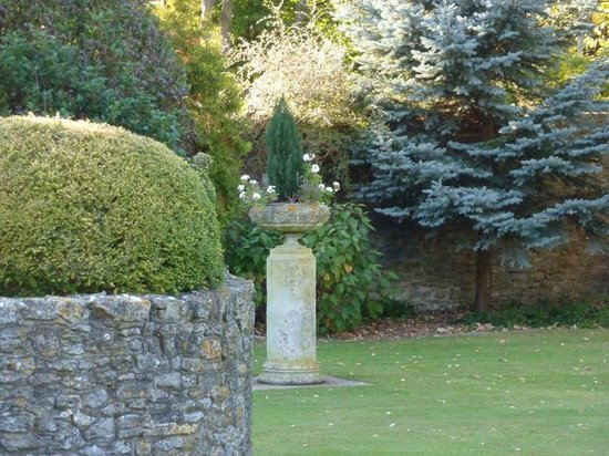 Charney Manor: Gardens