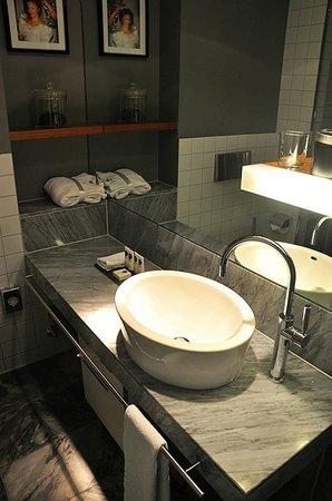 Sofitel Hamburg Alter Wall:                   My Bathroom