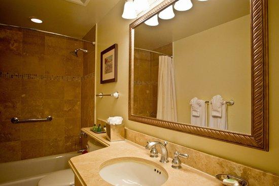 Sands at Grace Bay: Bathroom