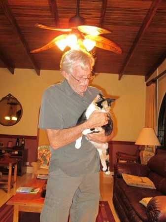 Alegria Bed and Breakfast: Mr. George and his kitty