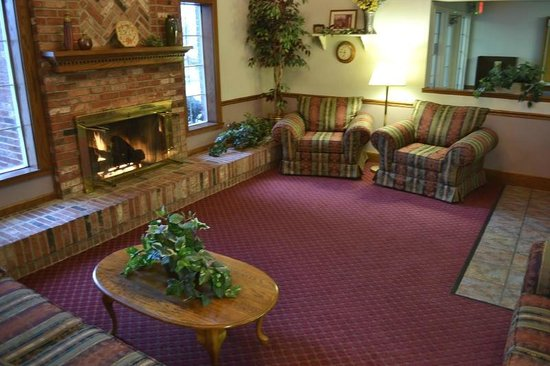 Super 8 Greenfield: Lobby With Fireplace