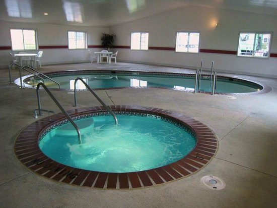 Super 8 Greenfield: Indoor Pool and Hot Tub