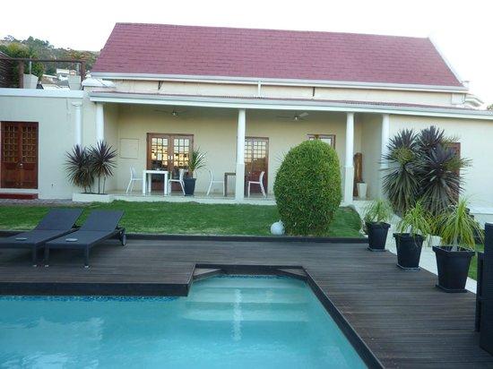 Cape Diem Lodge:                   Breakfast on the verandah