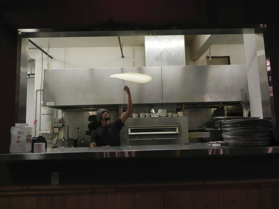Wild West Pizzeria: HAND TOSSED PIZZA