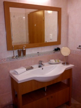 City Residence Apartment Hotel:                   bathroom