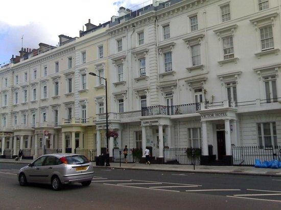 لونا سيمون هوتل:                   Edificio del hotel                 