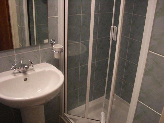 Luna & Simone Hotel:                   Baño