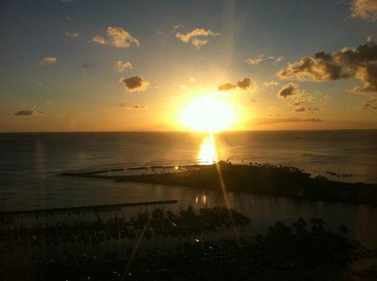 Hawaii Prince Hotel Waikiki:                   夕陽