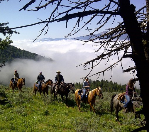 Parade Rest Ranch: Horseback riding from the Ranch