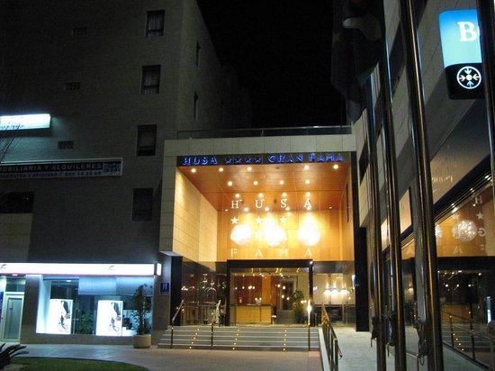 Sercotel Gran Fama:                   Entrada del hotel