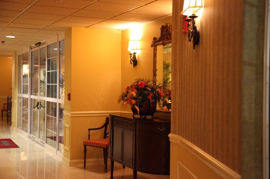Inn at Pelican Bay: Hallway