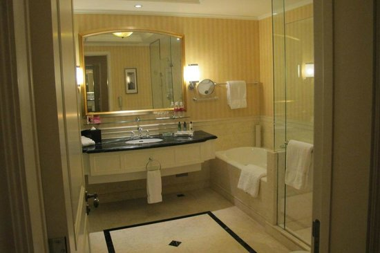 Crowne Plaza Century Park Shanghai: bathroom
