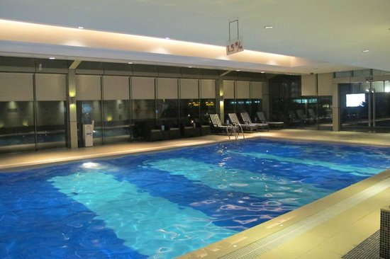 Crowne Plaza Century Park Shanghai: indoor swimming pool