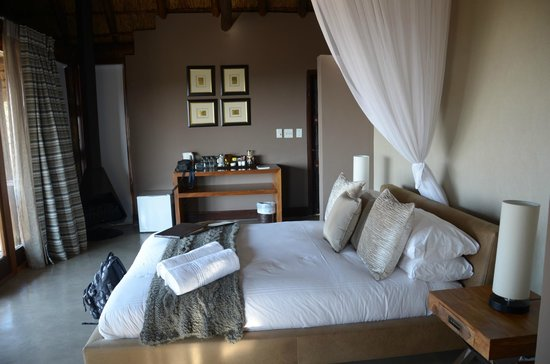 Mhondoro Game Lodge: Tau suite