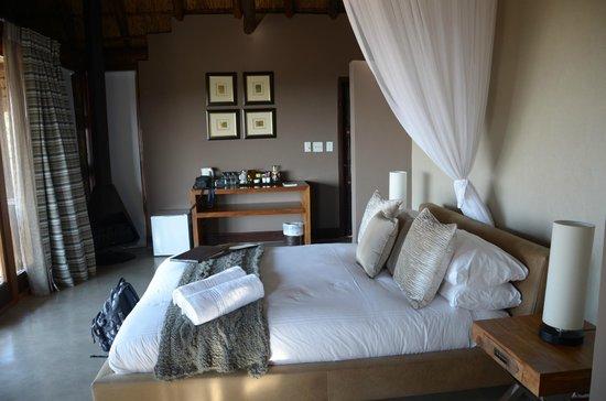 Mhondoro Game Lodge : Tau suite