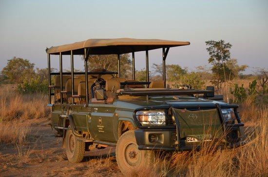 Mhondoro Game Lodge : Brand new car