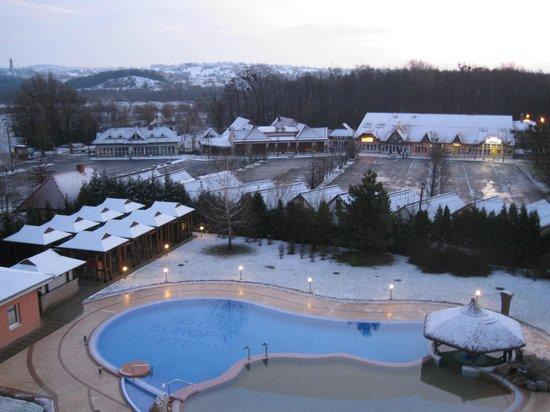 CE Quelle Hotel:                   вид из моего номера, выпал снег