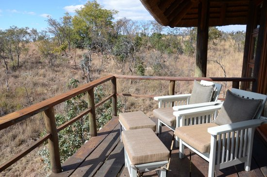 Mhondoro Game Lodge: Room deck