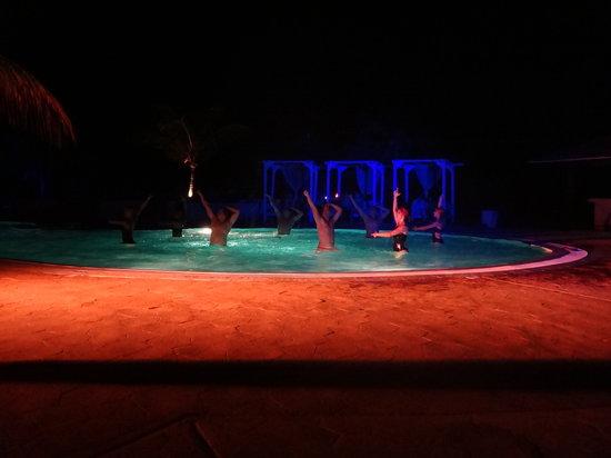 Melia Buenavista:                                     Pool show