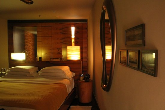 Hotel Fasano Rio de Janeiro: Room ... spoiler alert ... loved the mirror on the ceiling