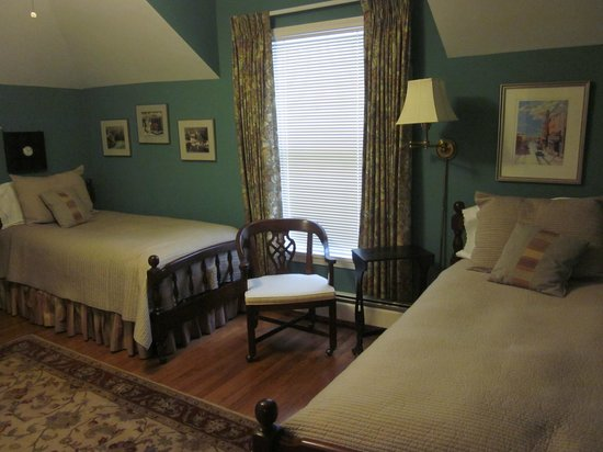Lakeside Bed and Breakfast: Suite - twin guest room