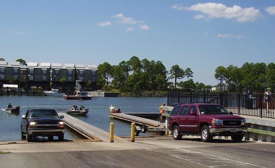 The Old Carrabelle Hotel: Busy City boat ramps right down our street