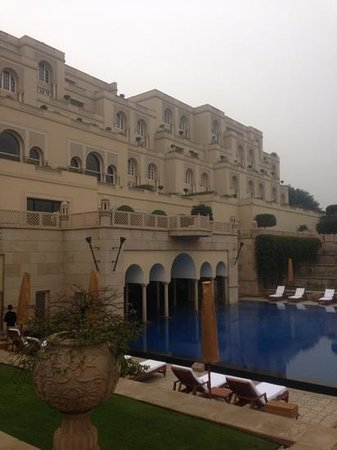 The Oberoi Amarvilas:                   Parte da Piscina do Hotel