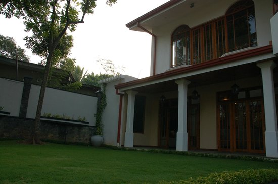 Clove Villa:                   Backside