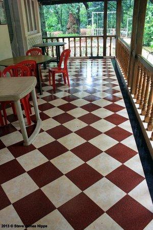 Hotel Woodlands Matheran:                   The verandah