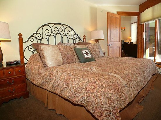 The Lodge At Steamboat: Sample Bedroom