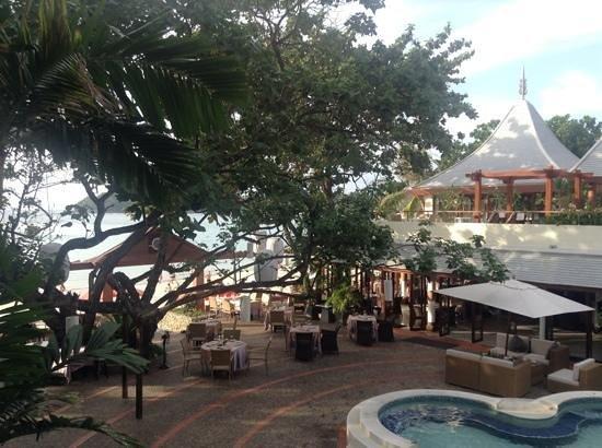 The Boathouse Phuket:                   utsikt från balkong rum nr 203