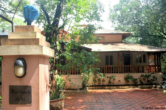 Hotel Woodlands Matheran:                   The front view