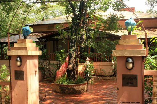 Hotel Woodlands Matheran:                   The front gate :)
