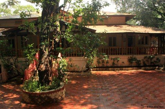 Hotel Woodlands Matheran:                   The porch