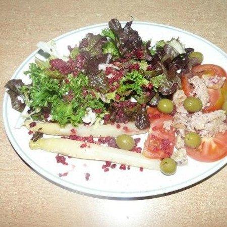 Borda El Vilar: Ensalada para la cena