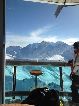Josl Mountain Lounging: top mountain cafe at 3000 meters