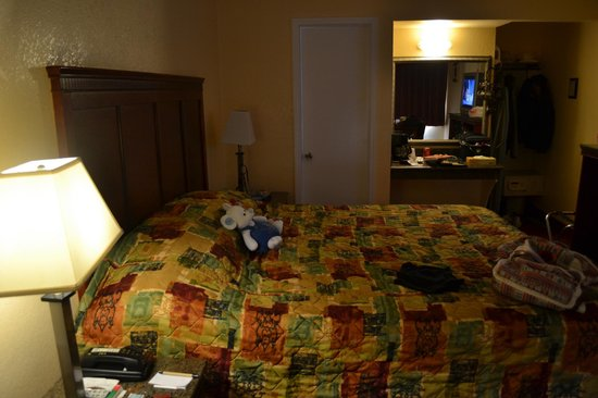 Marina Inn and  Suites:                   Room
