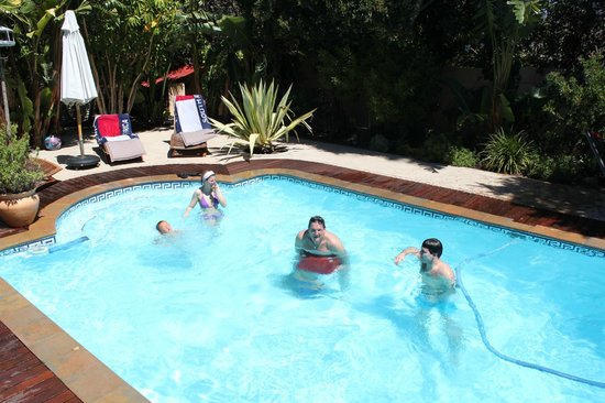 KhashaMongo Guesthouse:                   Pool zum abkühlen und Spass haben
