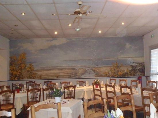 Les Ajoncs d'Or Hotel Restaurant : Grande salle