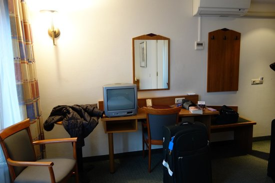 Avenue Hotel:                                                       Room 316