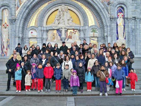 HOTEL ROC DE MASSABIELLE : davanti alla cattedrale con il nostro gruppo santa marta