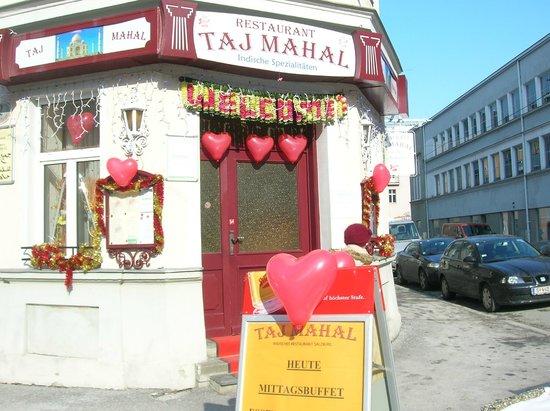 Tajmahal : Valentine´ s Day in Taj Mahal