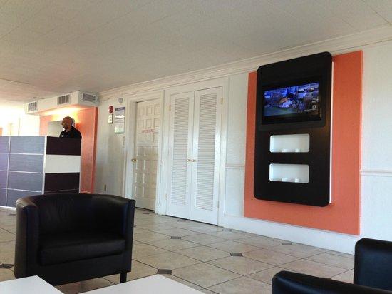 Motel 6 Dallas - Market Center :                   Lobby