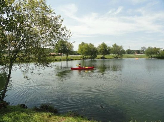 Clearview Horse Farm B&B: Kayaking on our pond